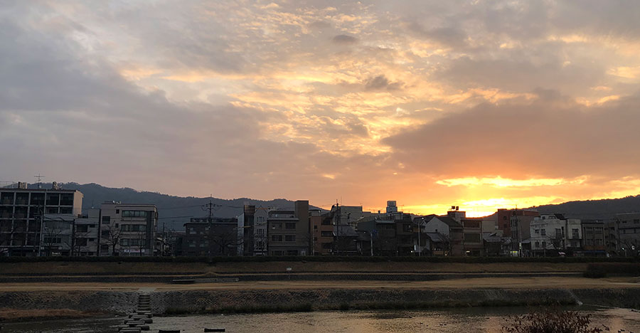 京都の朝焼けの風景