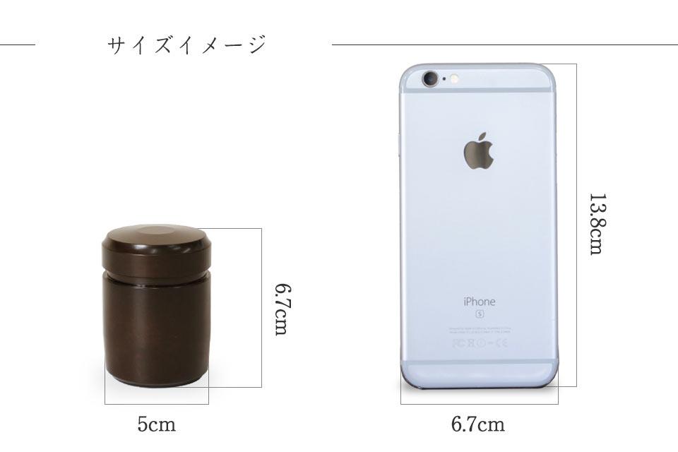 ミニ骨壷なごみ漆のスマホとのサイズ比較