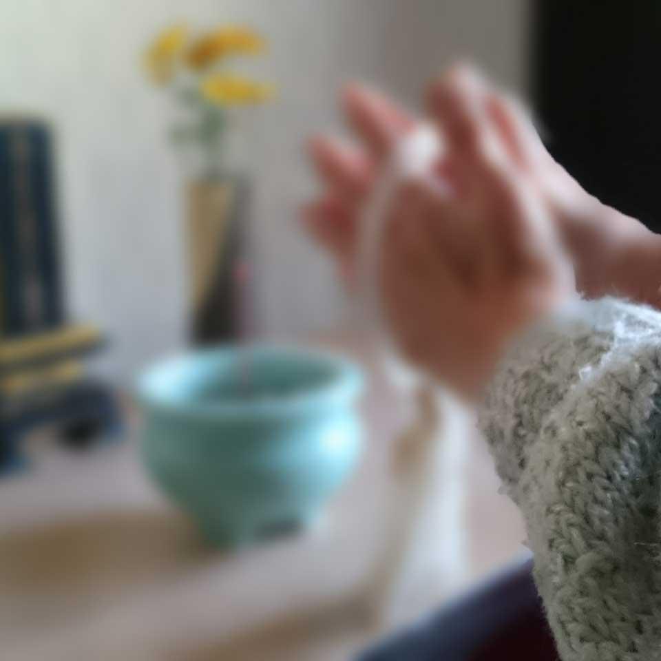 手元供養の仏具のお香イメージ