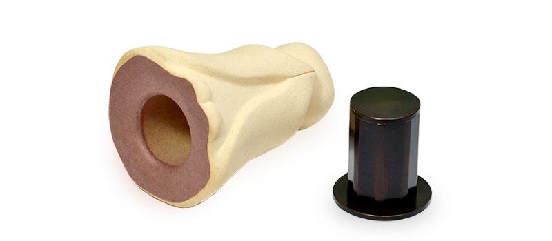 納骨オブジェのお地蔵さんとミニ骨壷